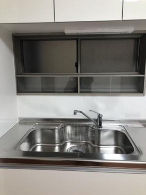 キッチンはシンクの幅や調理スペースもたっぷり。窓がありますので、換気も容易です。