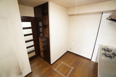 【快適動線!】 廊下にも抜けられるウォークスルーキッチン! 家事動線にも配慮された設計で、 とても使いやすいキッチンとなっております。