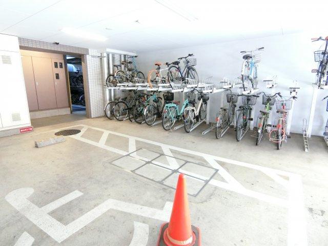 整理された駐輪場です