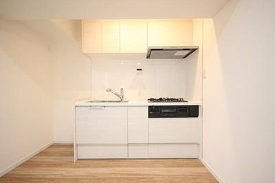 キッチンは収納十分、調理器具がすっきり片付きますね。