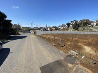習志野市藤崎 土地 津田沼駅 前面道路は5.2メートルとすれ違いにも余裕があります。