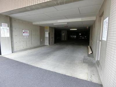 屋根付き駐車場がうれしいですね。