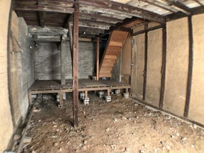 地下1階室内