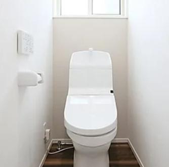 同社施工 ※実際の建物とは異なります 地球環境に配慮した協力洗浄の超節水トイレ。 超節電で、電気代も節約!