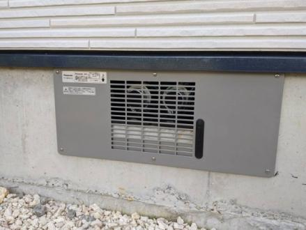床下換気!「湿気を入れない」「除湿する」「空気の流れを作る」 3つのポイントで床下の結露を防ぎシロアリによる害から家を守ります。