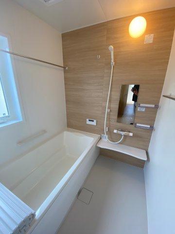 浴室暖房乾燥機付きのユニットバス ※同仕様写真