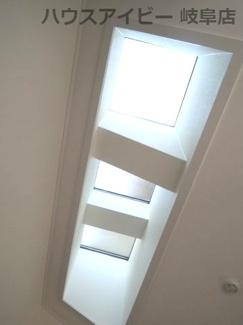 天窓で明るいLDKです♪岐阜市長良子正賀 リフォーム済み戸建て♪
