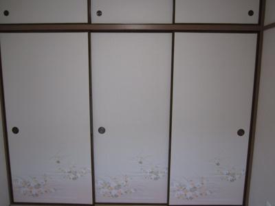 ≪和室押入≫嵩張る寝具類や備品を収納出来る1間サイズです。