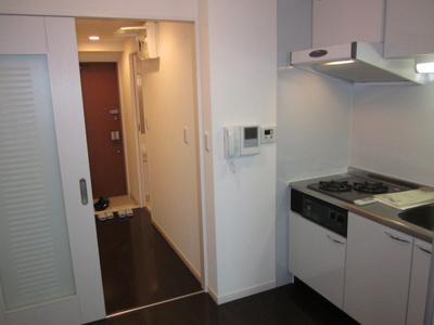 使いやすいキッチンです ※同じタイプの別部屋の写真を使用しています。