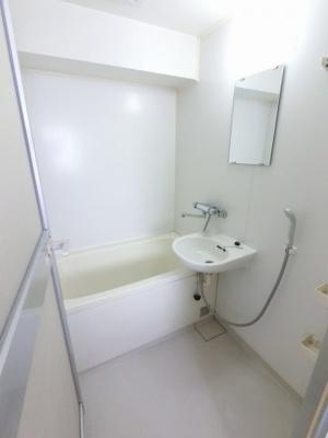 ユニットバスです。 足を伸ばしてゆっくりと浴槽に浸かる事ができます。
