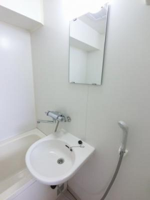 ユニットバス内の洗面台です。