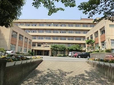 前川中学校:三郷新築ナビで検索♪
