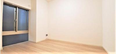 3つある洋室のうち1部屋はシステム収納付きです。