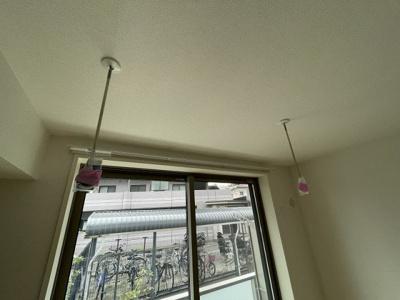 ※参考写真※室内物干しです!雨の日やお出掛け時の室内干しにとても便利☆花粉や梅雨の時期に重宝しますね♪
