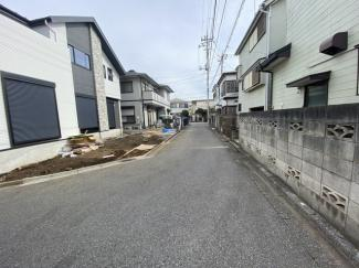 前面道路は4mと4mの私道です。