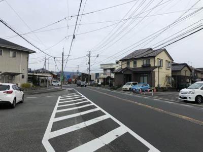 【前面道路含む現地写真】鳥取市国府町分上2丁目中古戸建