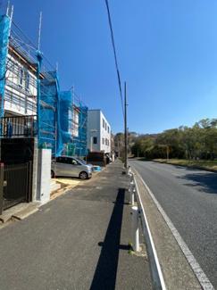 【前面道路含む現地写真】横浜市磯子区洋光台6丁目 輝きのあるハイグレードな建物!新築戸建て 全4棟