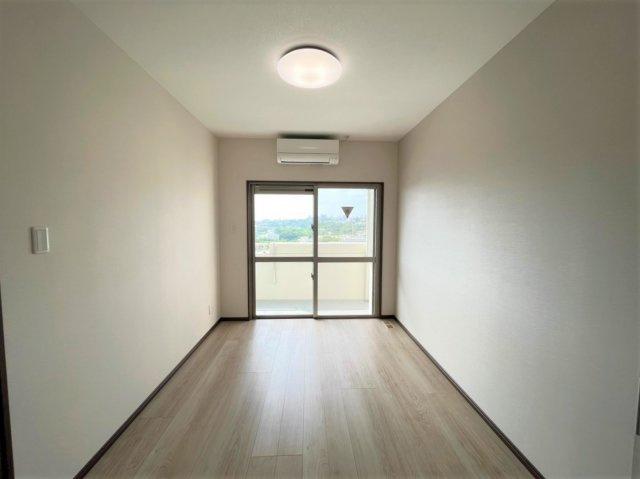 バス・シャワールーム : 浴室には換気窓付き!