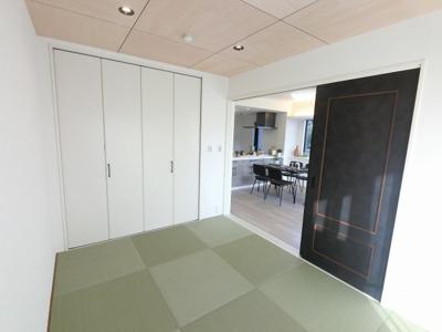 6.0帖の和室です。 琉球畳は洋風のリビングとも調和します。