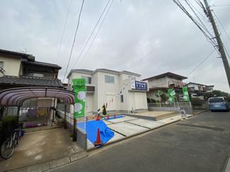 緑多い調整区域の静かな住宅地の立地です。