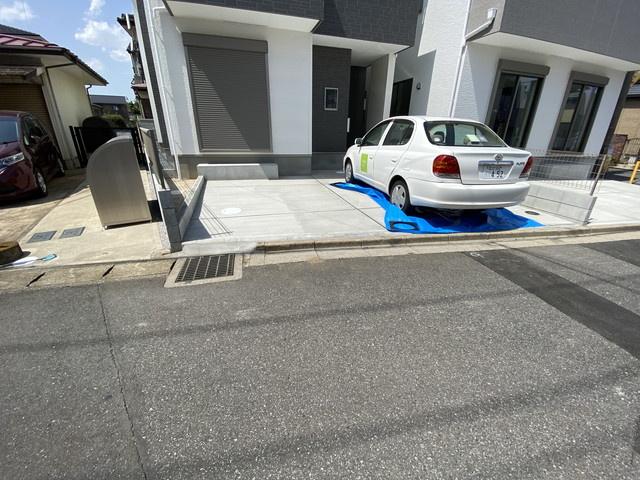 駐車スペースです。南道路に接していますので陽当たり良好です。
