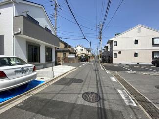 前面道路は5.9mと3.9mの公道です。