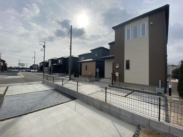 駐車が苦手な方も宅内道路が6mと広くラクラク簡単駐車出来ます。