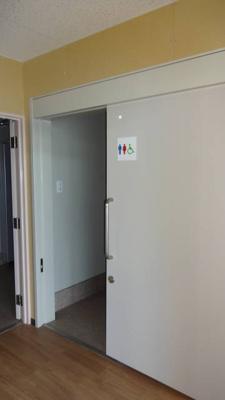 1階トイレ 現テナント契約開始時の写真です。