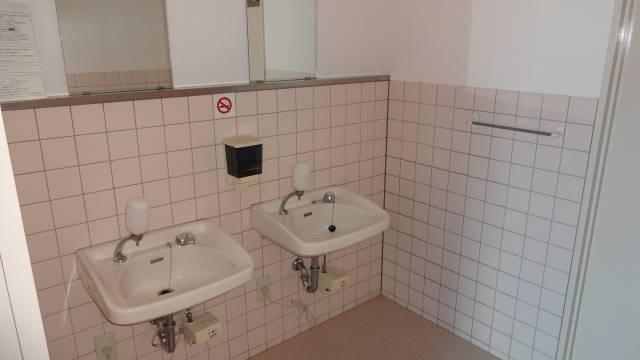 2階トイレ 現テナント契約開始時の写真です。