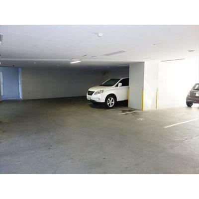 一階部分に駐車スペース