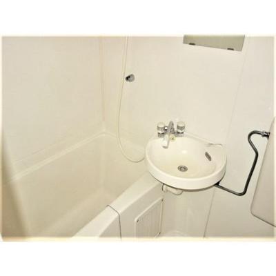 洗面台完備で朝の用意も楽ちん!