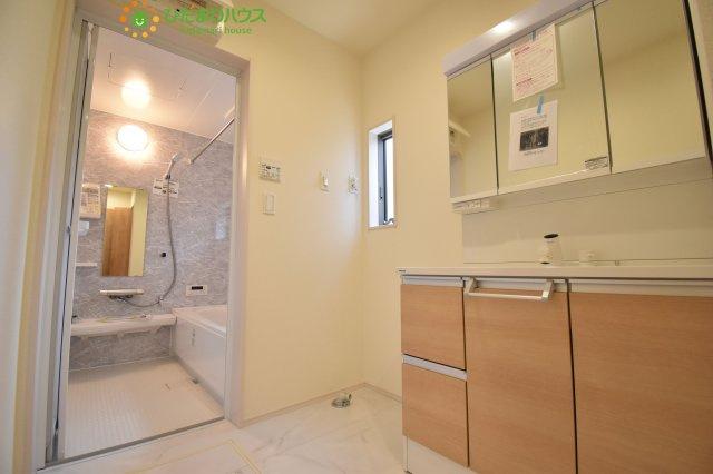 洗面室にも床下収納があります!