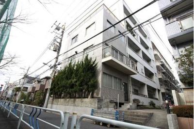 JR総武線「平井」駅から徒歩約6分の閑静な住宅街に立地
