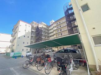 屋根付き駐輪場で大切な自転車を守ってくれます♪