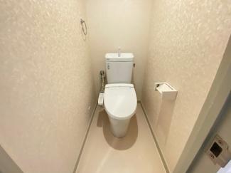 新品のトイレです♪温水洗浄便座!水廻りが全て新品で気持ちよくご入居していただけます!!