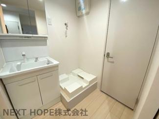 洗面化粧台の横には洗濯機置き場がございます♪