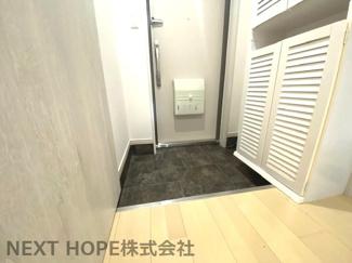 玄関にはシューズBOXが設けられております♪ご家族のたくさんの靴もスッキリ収納できますね(^^)