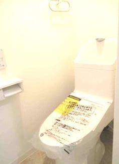 新品のトイレです♪温水洗浄便座です!気持ちよくご入居していただけます!!
