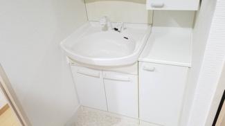 シャワー水栓の洗面化粧台で使い勝手がいいですね(^^)