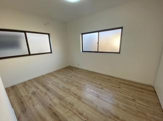 2階洋室5.9帖です♪室内は素敵にリフォーム済み!即ご入居していただけます(^^) 直ぐのご案内もできますのでお気軽に【電話マーク】【資料請求】をタップしてください!!