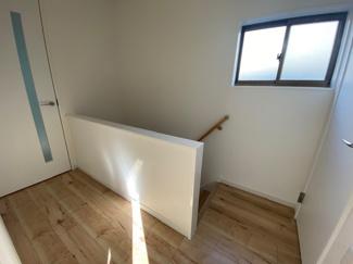 2階廊下部分です♪圧迫感の無い廊下部分でスムーズに居室へ移動できますね(^^)