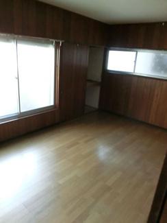 2階洋室6帖です♪バルコニーに面した明るく開放的な室内です!お好きな炉フォームを楽しんでみませんか?