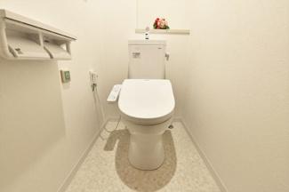 新品のトイレです♪温水洗浄便座です!水廻り全てが新品で新築気分でご入居していただけます(^^)