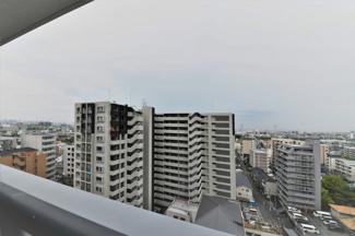 バルコニーからの眺望です♪周囲からの目線も気になりませんね()