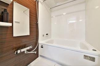 新品の浴室です♪一日の疲れを癒してくれます♪浴室乾燥機付きで雨の日のお洗濯物も困りませんね(^^)