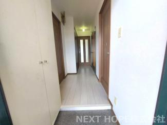 玄関から廊下部分です♪室内丁寧に使用されております(^^)いつでもご内覧していただけます♪お気軽にネクストホープ不動産販売までお問い合わせを!!