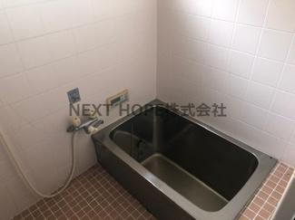 浴室です♪窓も有りカビ対策も出来ますね(^^)