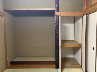 2階和室の床の間戸押入れです♪