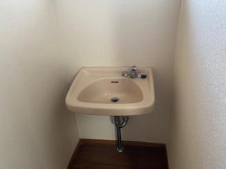 2階廊下部分に設けられた手洗いです♪