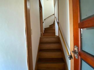 階段部分です♪手すり付きで安心安全ですね(^^)